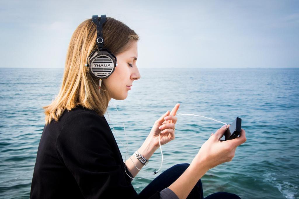 Fotografía de auriculares que cuenta una historia