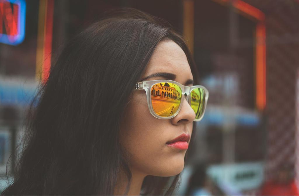 Ilustración del reflejo en los anteojos de sol